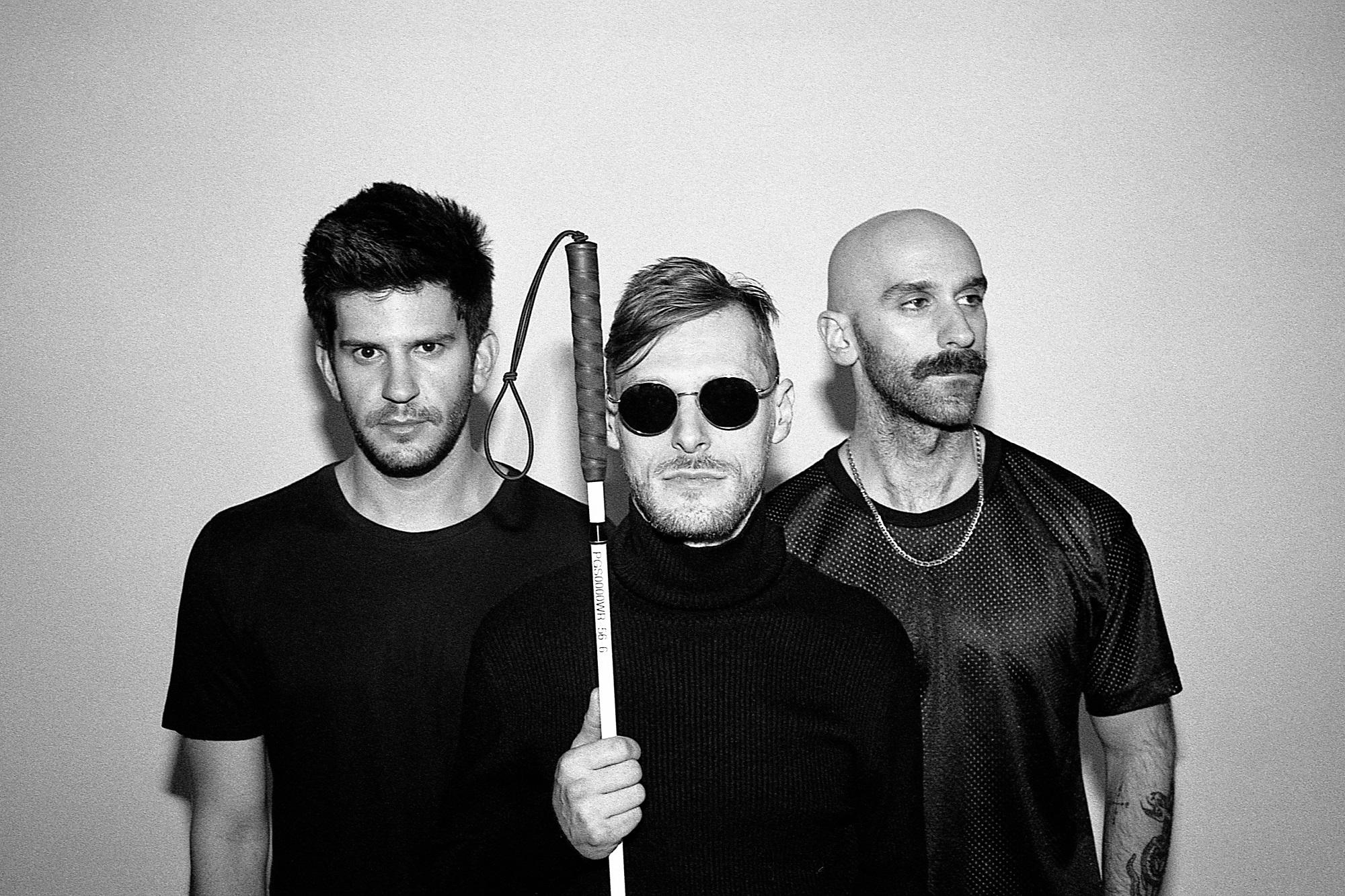 Flash Friday – Nuove canzoni, solite distanze